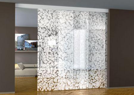 Телескопическая дверь из закаленного стекла с пескоструйным рисунком