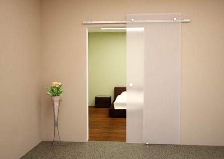 Раздвижная дверь из матового закаленного стекла