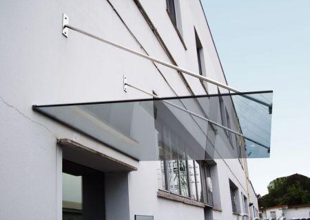 Козырек из тонированного закаленного стекла