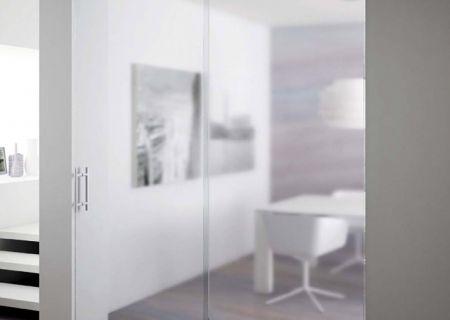 Раздвижная дверь из закаленного стекла
