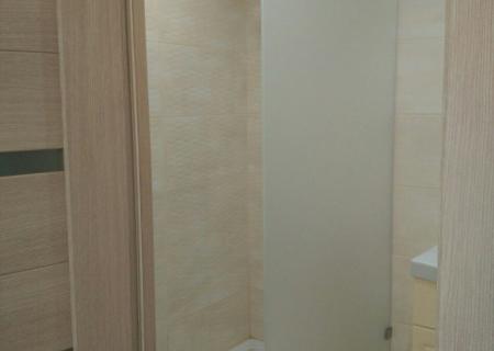 Стеклянное ограждение в душ